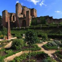 RL-Kenilworth-Castle-gardens-and-Great-Tower